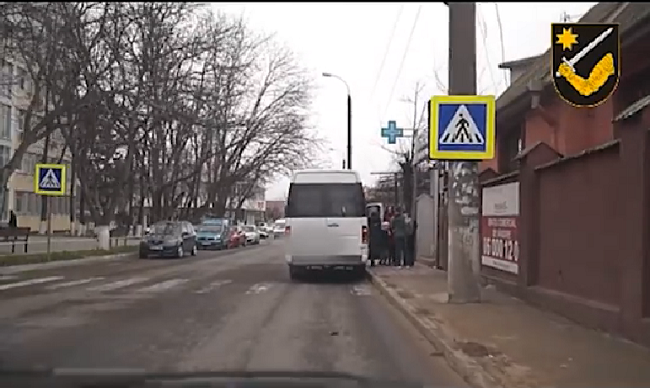 """Операция """"Автобус"""": Водители маршруток в минуту допускают по одному серьёзному нарушению ПДД (ВИДЕО)"""
