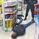 Полицейские задержали 6 членов преступной группы, продававших наркотики в Унгенском районе (ФОТО, ВИДЕО)