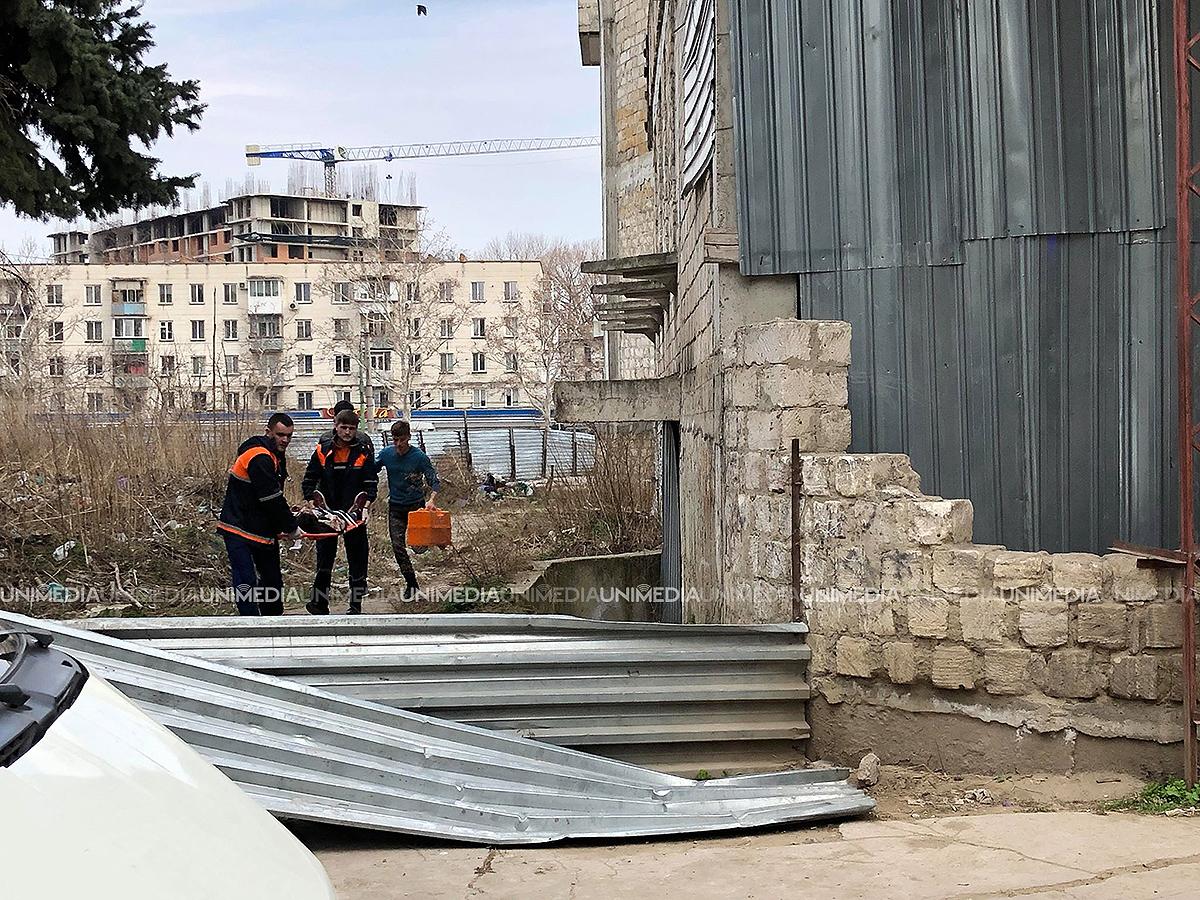 Ребенок упал с заброшенного здания в Долине роз