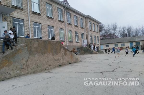 Тревога в лицее Бешалмы: там отрабатывались действия при землетрясении (ФОТО)