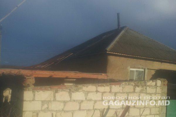 Сильный ветер повредил крыши нескольких домов в гагаузском селе (ФОТО)