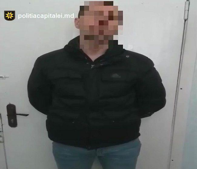Покурил на 40 тысяч: в Кишинёве задержали рецидивиста, воровавшего в магазине сигареты (ВИДЕО)