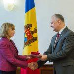 Додон наградил Орденом почета резидента-координатора ООН в Молдове (ФОТО)