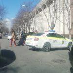 """Автомобиль сбил женщину на """"зебре"""" в центре Кишинёва (ФОТО)"""