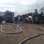 Пожар в Кодру: огонь метнулся от сухой травы на склад