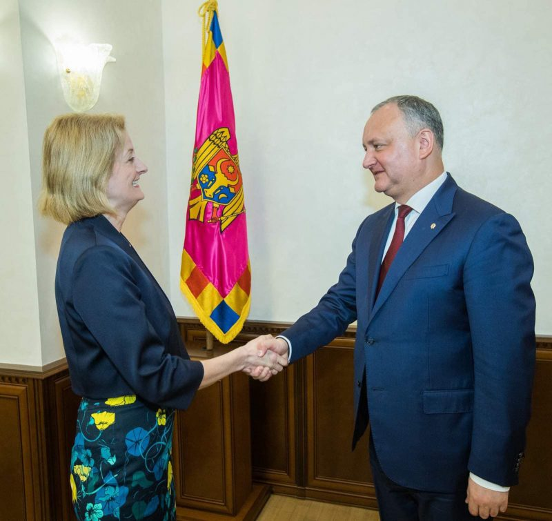 Додон обсудил события в стране и двусторонние отношения с послом Великобритании в Молдове (ФОТО, ВИДЕО)