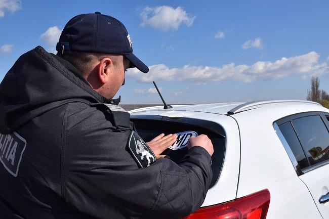 """В Молдове оштрафовано более 250 водителей автомобилей с нейтральными номерами и без наклейки """"MD"""" (ФОТО)"""