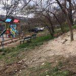 Житель столицы, выбросивший строительный мусор во двор, исправился и убрал за собой (ФОТО)