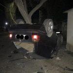 Страшная авария в столице: автомобиль влетел в дерево и перевернулся (ФОТО)