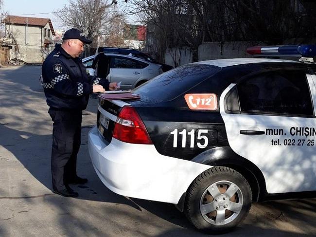 В результате проверок машин служб такси три автомобиля были лишены номерных знаков (ВИДЕО)