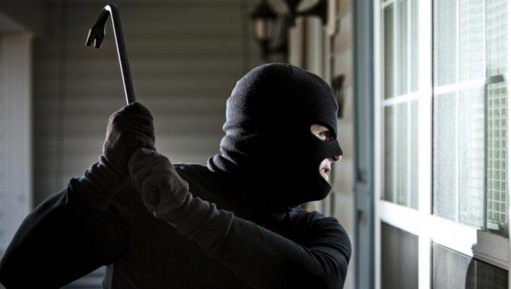 Неизвестные в масках проникли в банк и ничего не украли