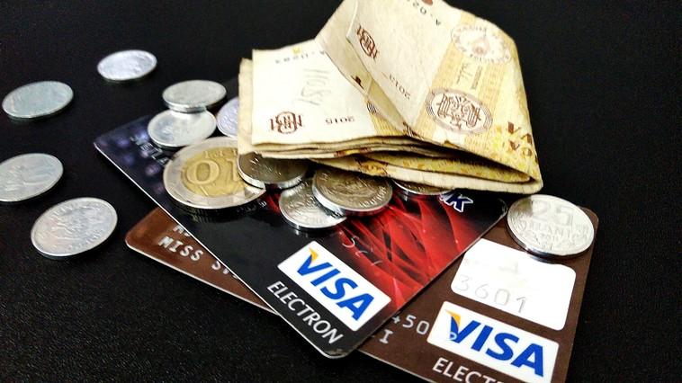 Молдаване предпочитают банковским картам расчёты наличными