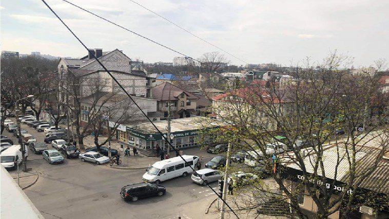 """ДТП в столице: автоледи на иномарке """"поцеловалась"""" с маршруткой (ФОТО)"""