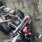 Автоцистерна из Молдовы с каустической содой перевернулась в Румынии (ФОТО)