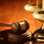 Руководитель фирмы на скамье подсудимых: ему предъявлены обвинения в злоупотреблении служебным положением