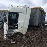 Авария на трассе Бельцы-Кишинёв: грузовик на скорости слетел в кювет (ФОТО)