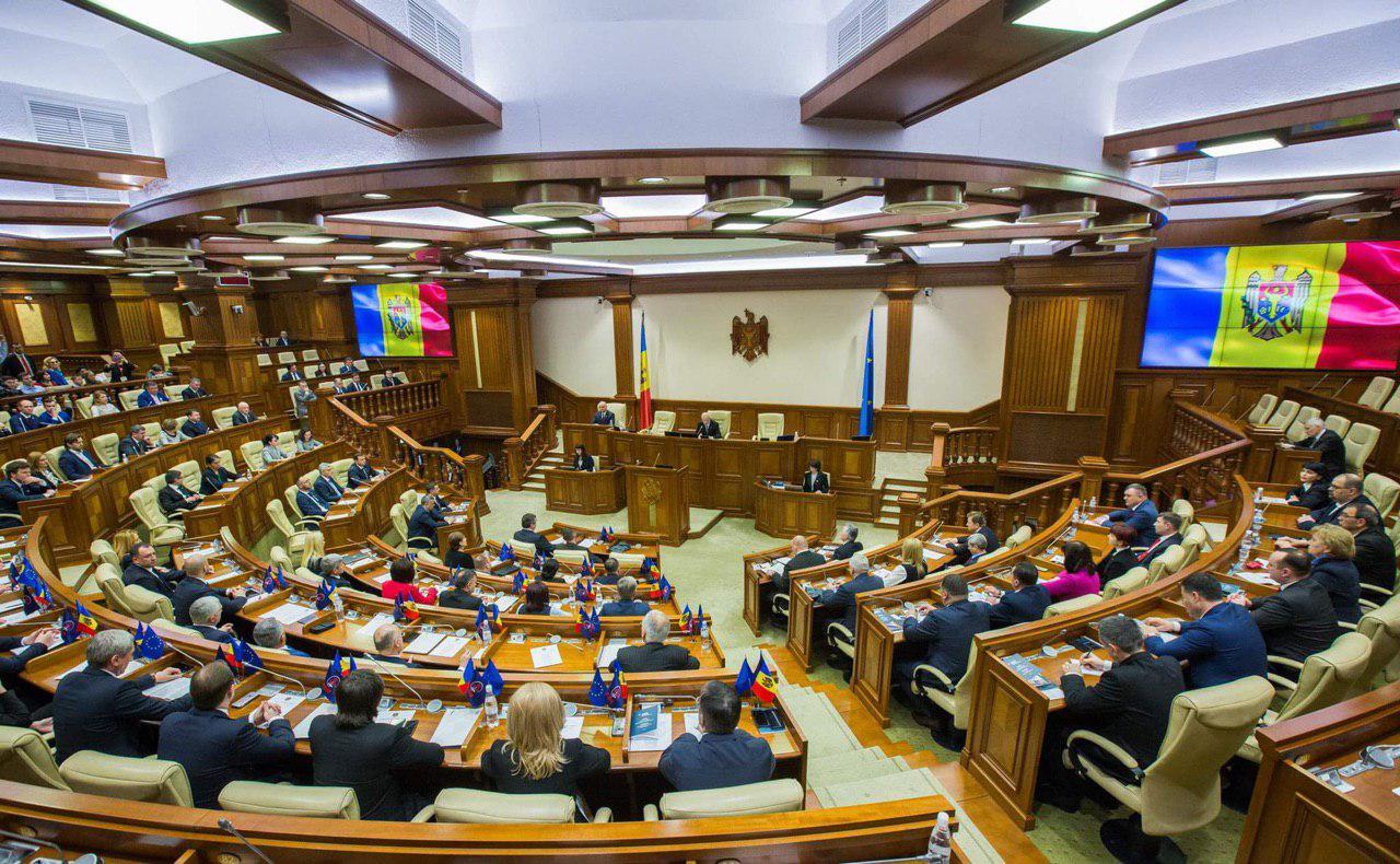 В парламенте Молдовы были сформированы три фракции (ВИДЕО)