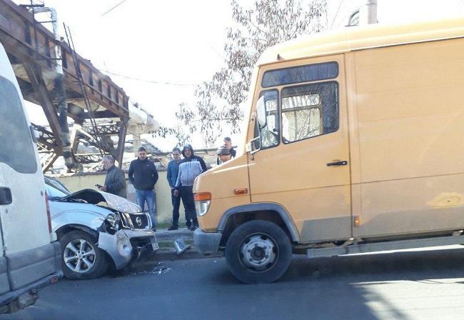 ДТП в столице: столкнулись легковушка и микроавтобус