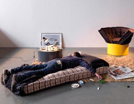 Бендерчанин обнаружил на полу своей квартиры спящего незнакомца