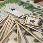 Сколько будут стоить доллар и евро в понедельник