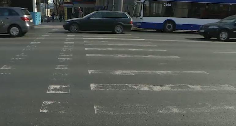 Столичные водители и пешеходы жалуются на отсутствие дорожной разметки (ВИДЕО)