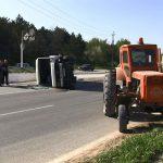 В Рыбнице столкнулись трактор и микроавтобус с пассажирами: семерым понадобилась медпомощь