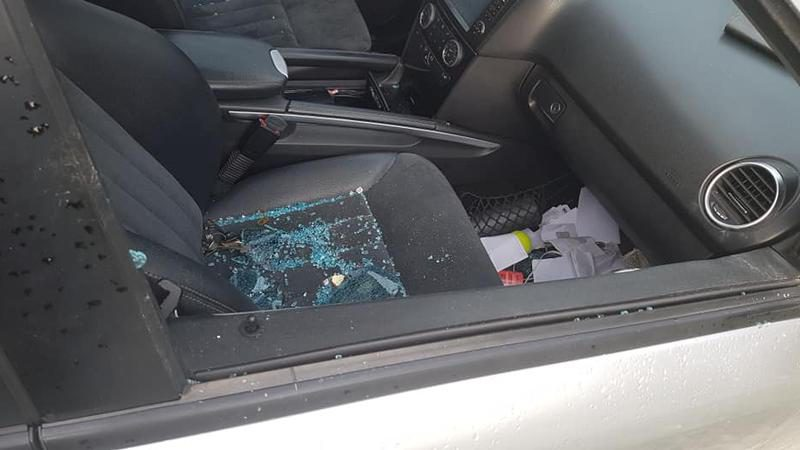 Неприятный сюрприз: на Рышкановке неизвестные разбили стёкла в 5 машинах (ФОТО)