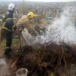 Пожар в Вулканештах: спасатели тушили огонь на местном кладбище