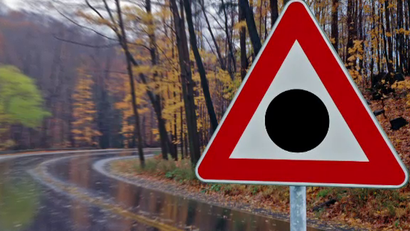 Участок с повышенной аварийностью: на дорогах страны появится больше предупреждающих знаков
