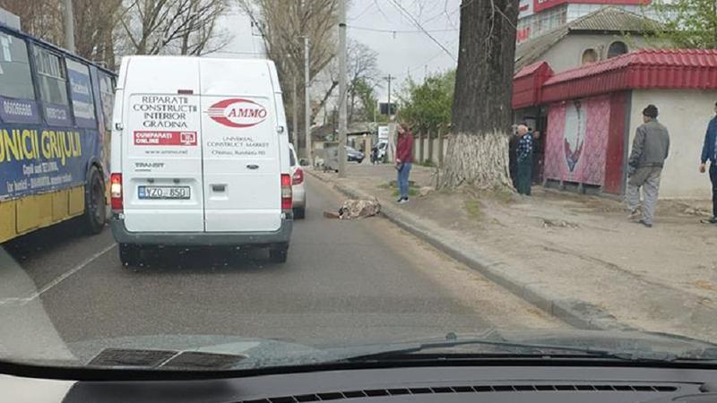 """Авария на Мунчештах: сбили пешехода, переходившего по зебре, но на """"красный"""""""