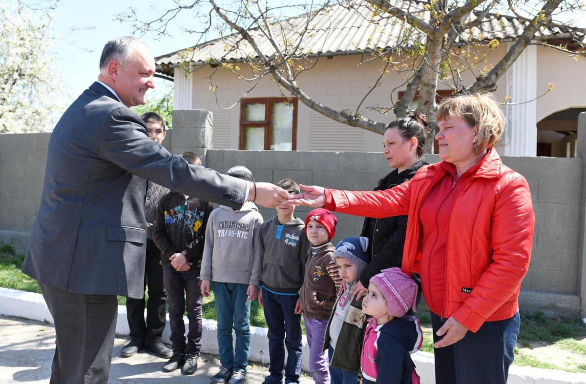 Еще одна нуждающаяся семья обрела крышу над головой благодаря семье президента (ФОТО, ВИДЕО)