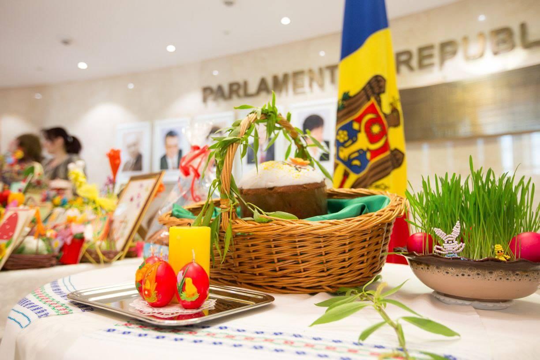 Зинаида Гречаный поздравила жителей Молдовы с наступающей Пасхой