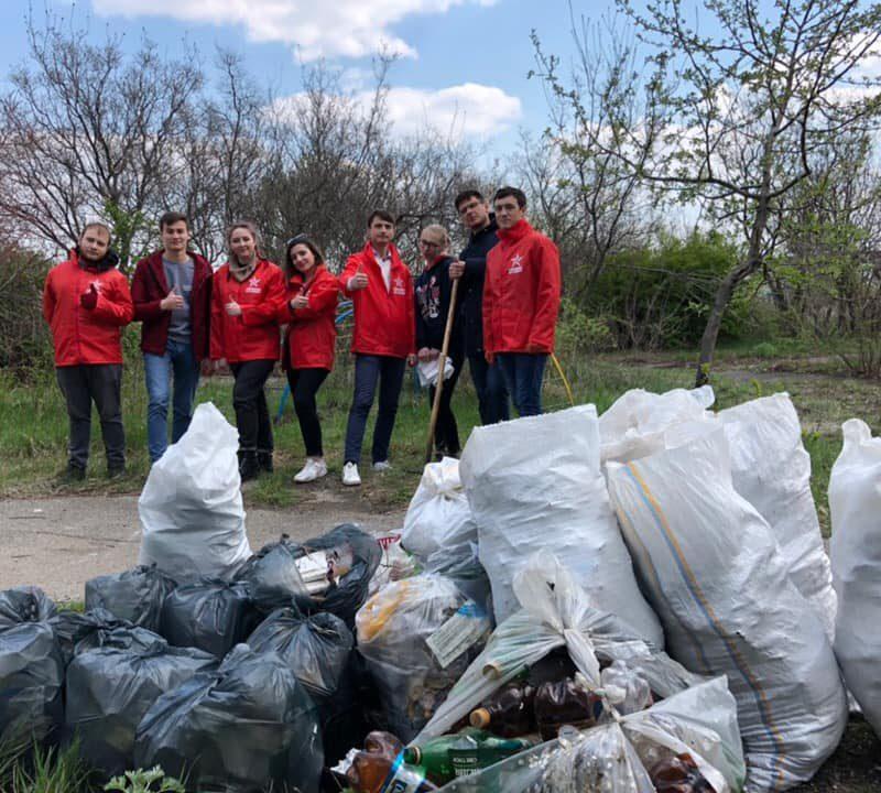 Благоустройство Кишинева продолжается: социалисты провели субботник в Добруже (ФОТО)