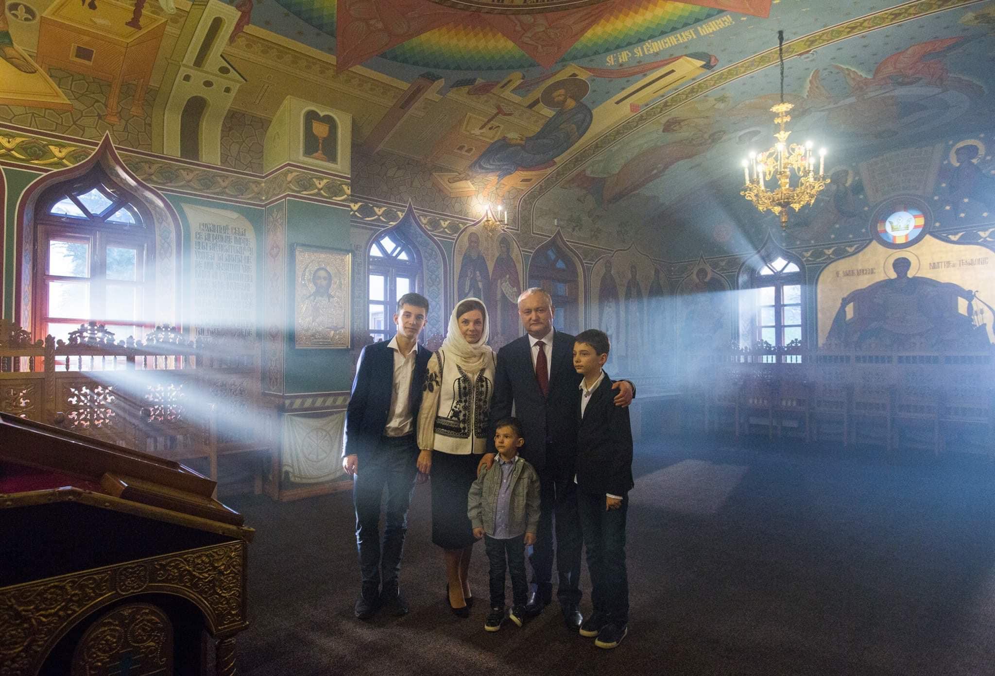 Президент поздравил всех жителей Молдовы с Пасхой трогательным видео