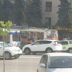 (ОБНОВЛЕНО) ДТП в центре города: в остановку влетел троллейбус, есть пострадавшие (ФОТО)