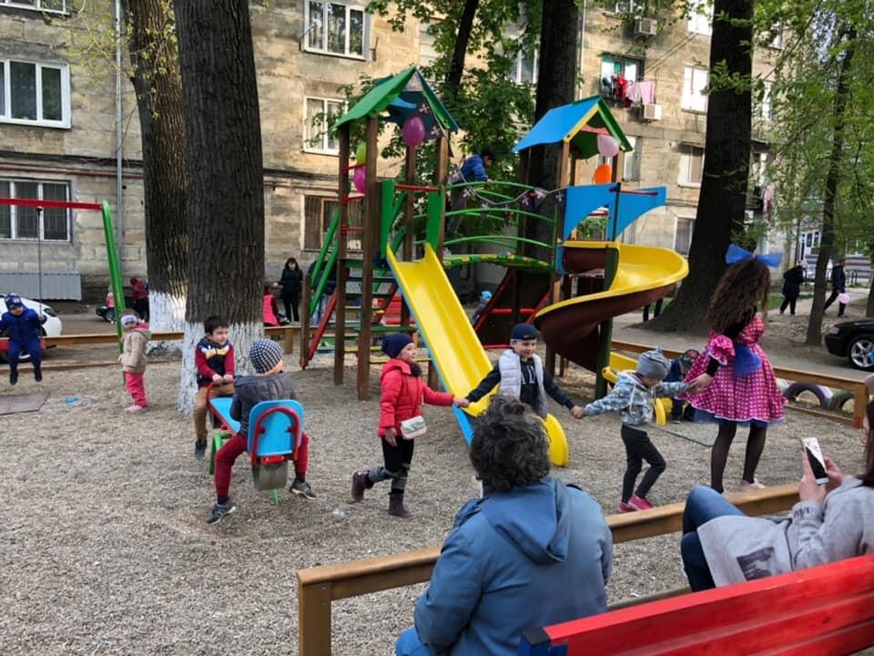 Благодаря социалистам на Ботанике появилась четвертая в этом году новая детская площадка (ФОТО)