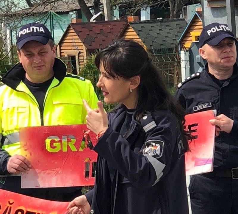 НИП: юным пешеходам полицейские объясняют ПДД в игровой форме (ФОТО)