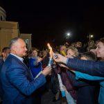 Президент встретил Благодатный огонь вместе с тысячами прихожан и поздравил их с Пасхой (ФОТО, ВИДЕО)