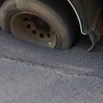 В столице грузовик провалился в образовавшуюся на дороге яму (ФОТО, ВИДЕО)