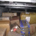 Четыре человека, включая полицейского, задержаны по подозрению в контрабанде: в ходе обысков был найден товар на 5 млн леев (ФОТО, ВИДЕО)