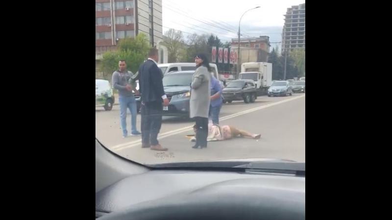 ДТП в столице: под колёсами автомобиля оказалась девушка (ВИДЕО)