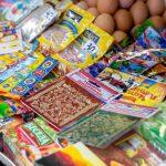 В канун Пасхи сотрудники НАБПП проверили качество продаваемой на рынке краски для яиц (ВИДЕО)
