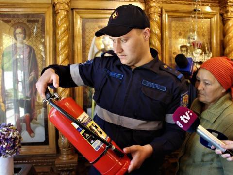 Пожарные проверяют церкви накануне праздников (ФОТО, ВИДЕО)