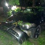 Серьезное ДТП в Тирасполе: машину подкинуло вверх и отбросило на дерево