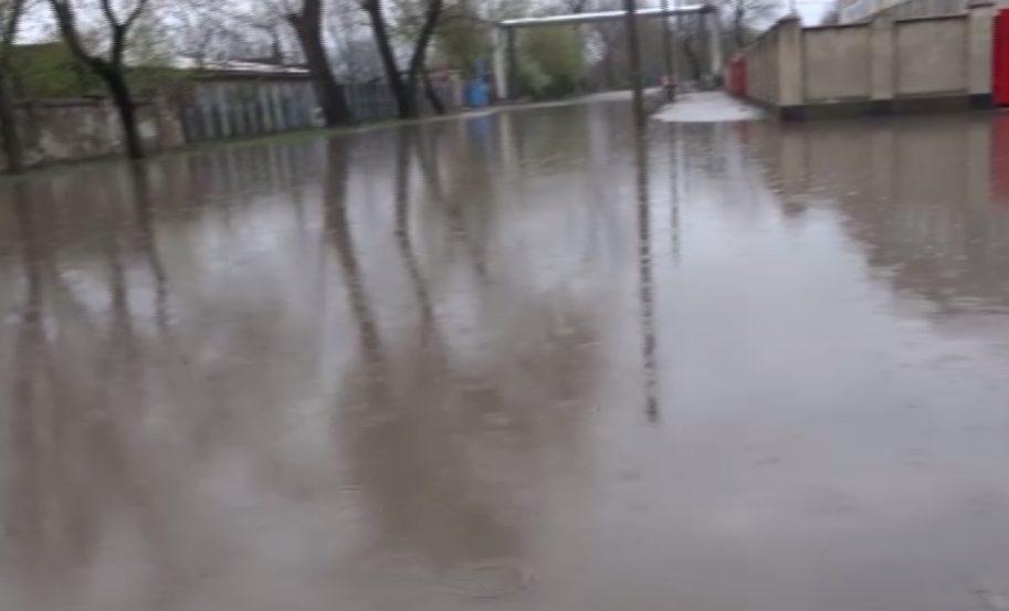 Вторая Венеция – дожди доставили жителям Бельц немало проблем (ВИДЕО)