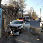 Воскресное ДТП: столкнулись 2 автомобиля службы такси (ФОТО)