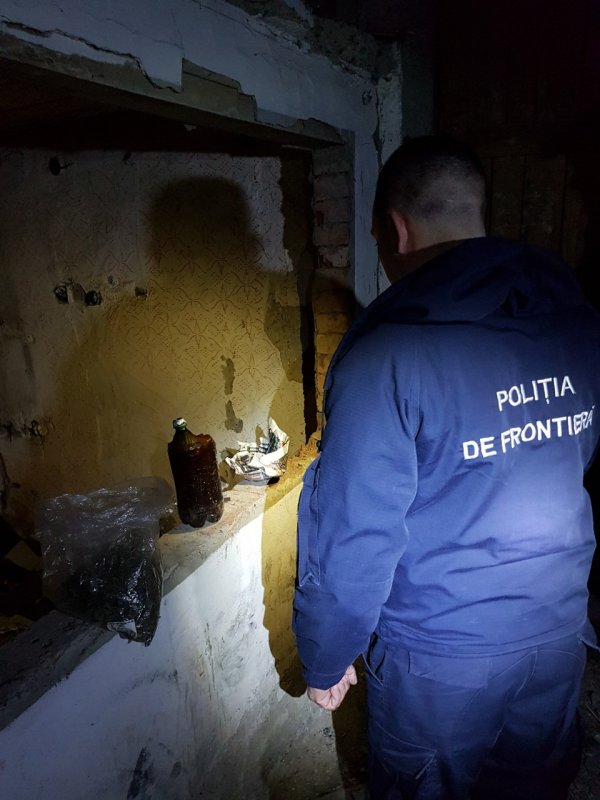 Двое жителей Липкан попались с килограммом психотропных веществ (ФОТО)