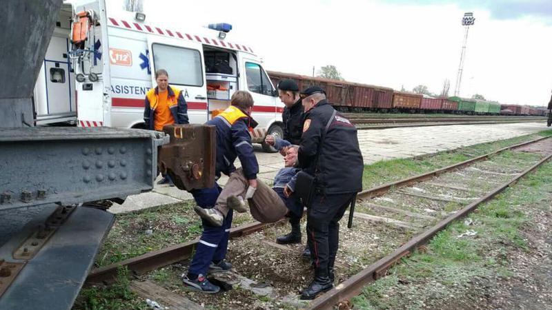 Полиции удалось установить личность мужчины, найденного без сознания на ж/д станции в Бельцах