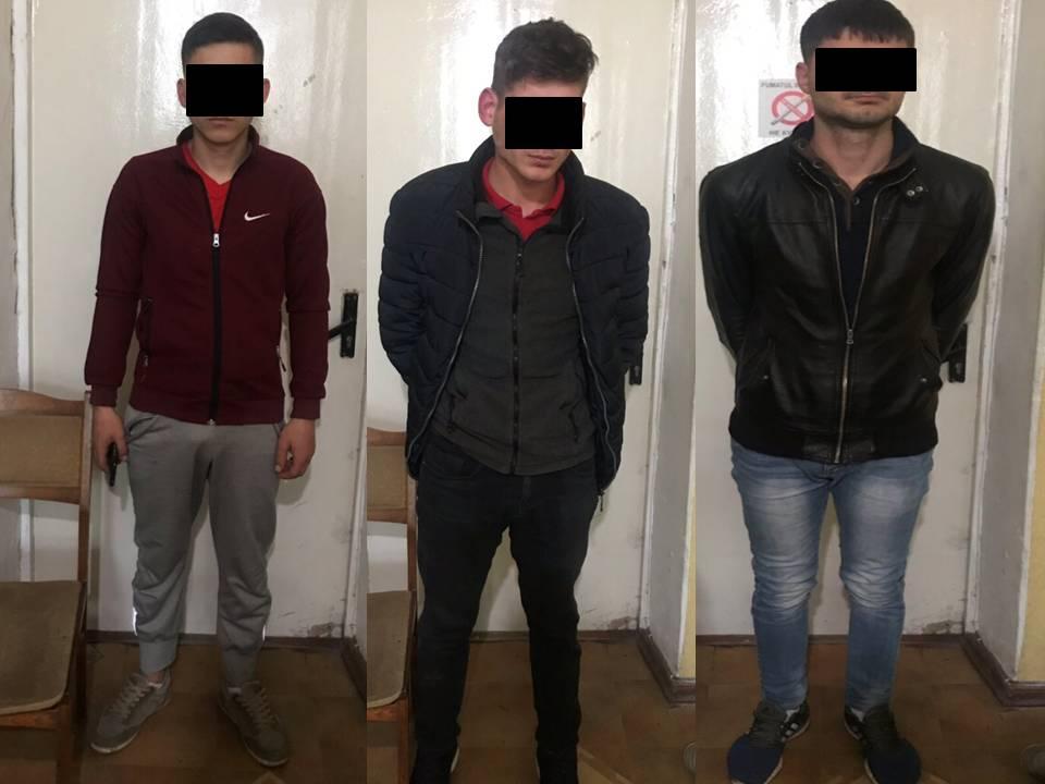 До 7 лет тюрьмы грозит троим злоумышленникам, ограбившим на улице прохожего (ВИДЕО)