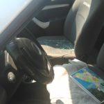 На нервах: разъярённый водитель разбил таксисту стекло за то, что тот его подрезал (ФОТО)